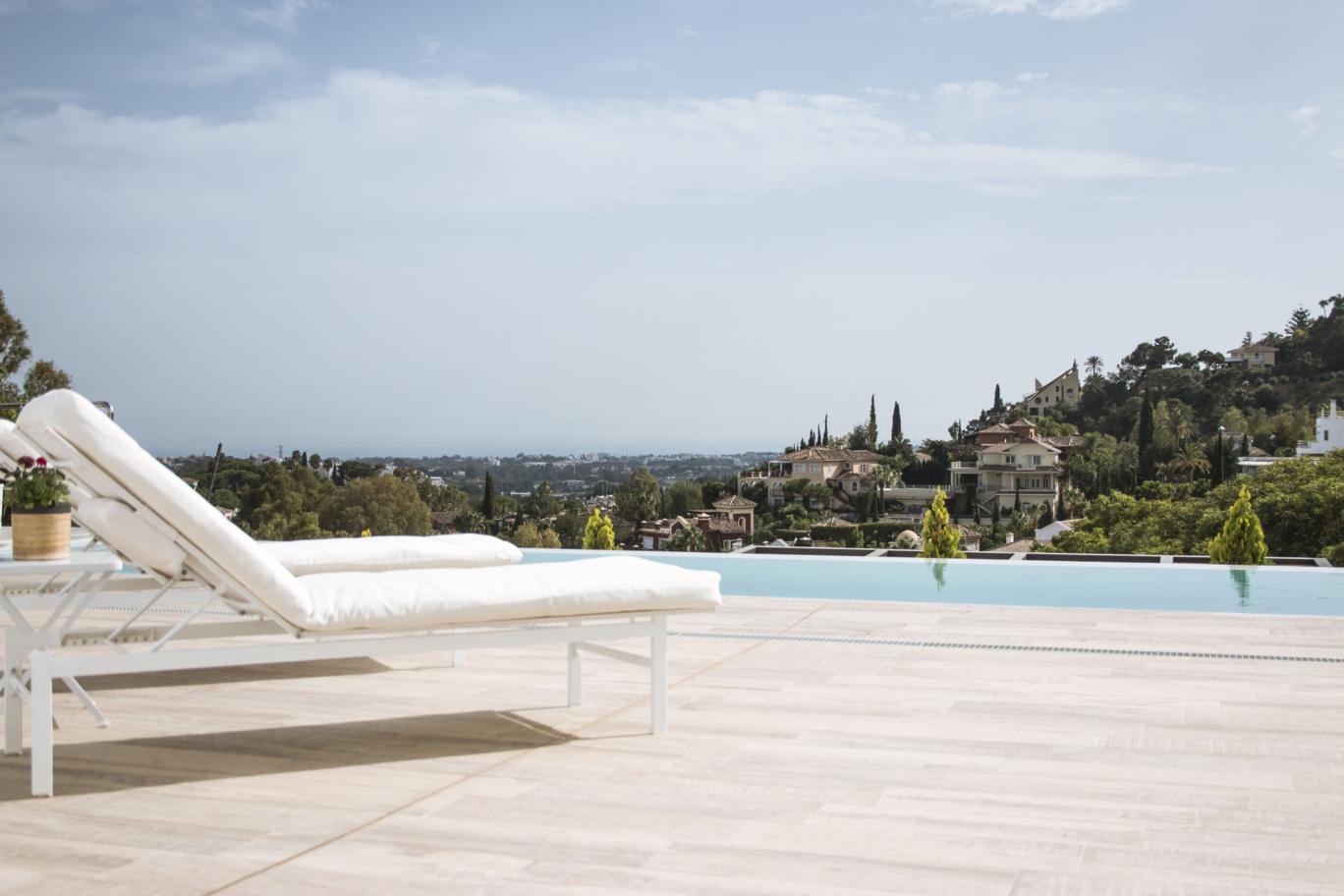 Villa de estilo contemporáneo en La Quinta