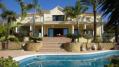 5 bedroom Villa for sale in Sierra Blanca – R2711525