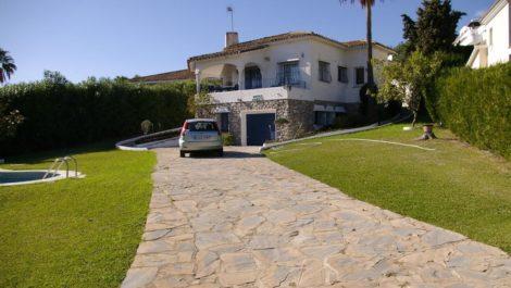 Villa de 4 dormitorios en venta en Guadalmina Alta – R2945915 in
