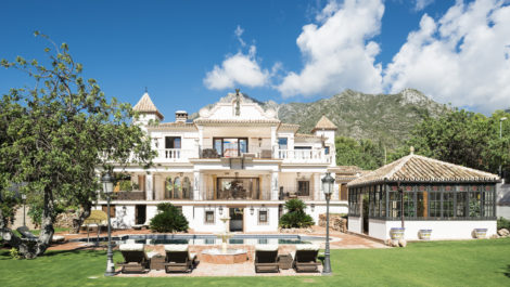 8 bedroom villa for sale in Sierra Blanca in