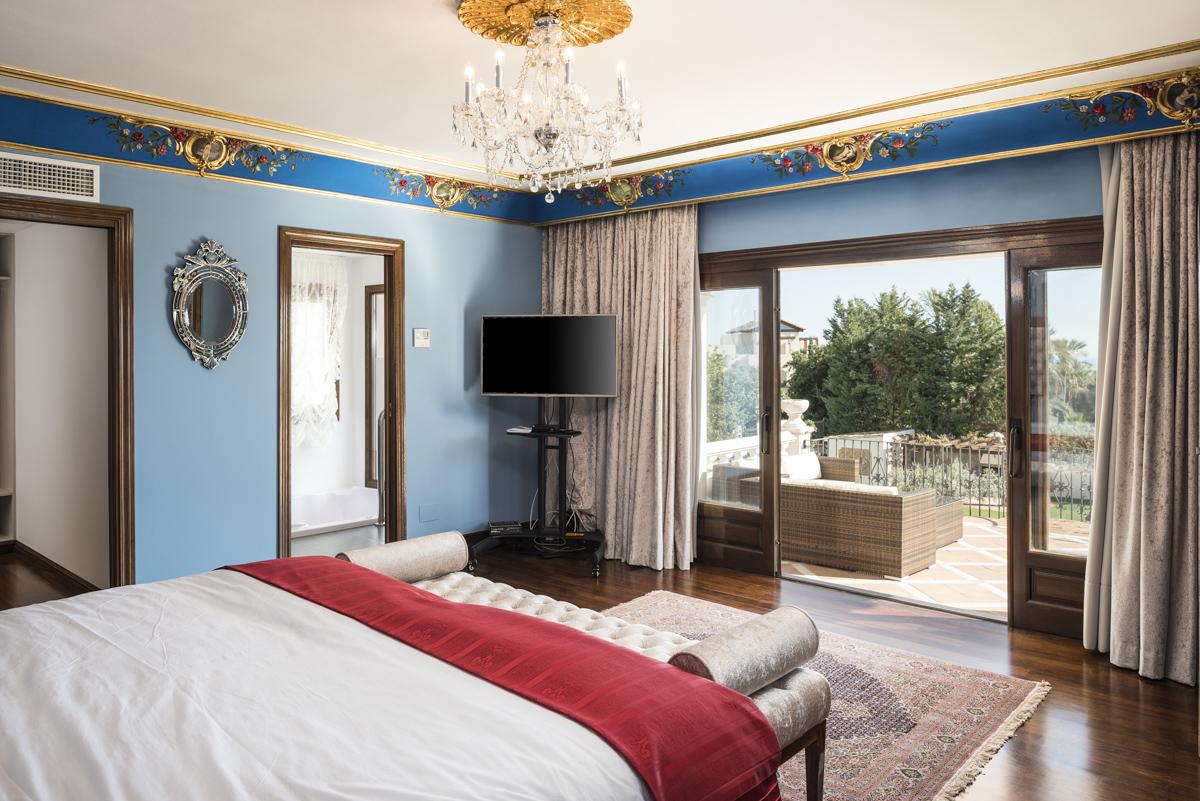 8 bedroom villa for sale in Sierra Blanca