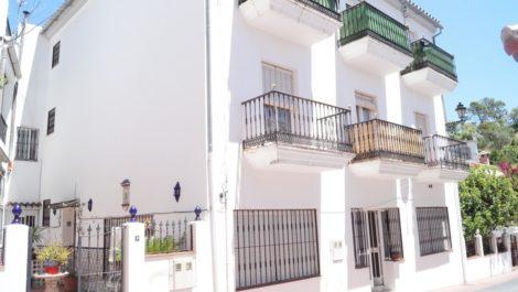 Villa Pareada de 8 dormitorios en venta en Benahavís – R2873585