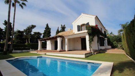 Villa de 5 dormitorios en venta en Guadalmina Baja – R3104450 en