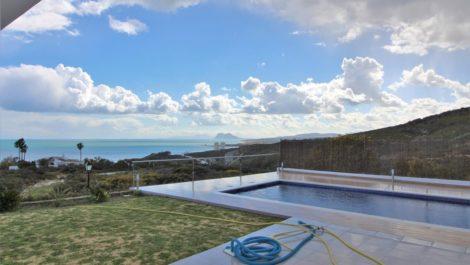 Villa de 5 dormitorios en venta en San Roque – R3136807 en