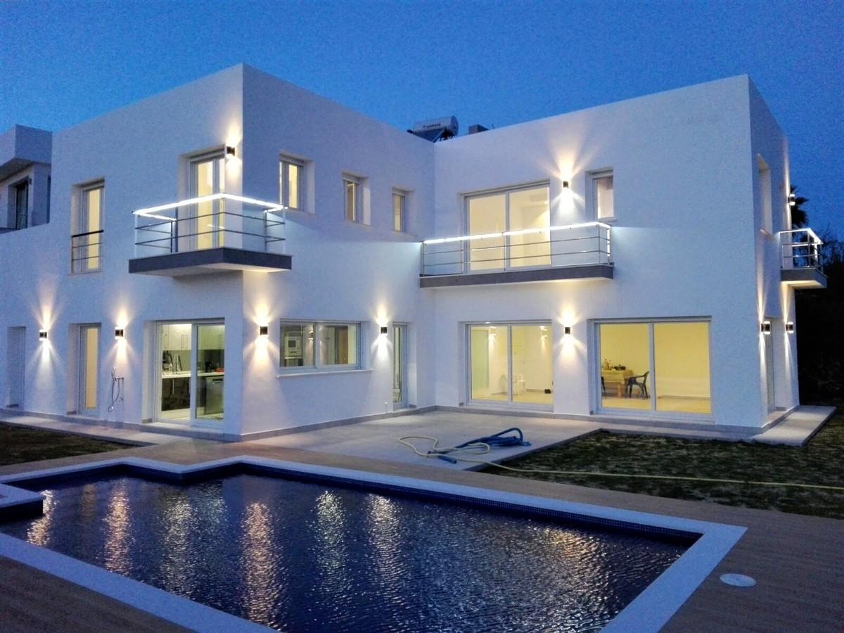 Villa de 5 dormitorios en venta en San Roque – R3136807