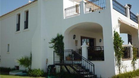 Villa de 3 dormitorios en venta en Selwo – R3209791 en