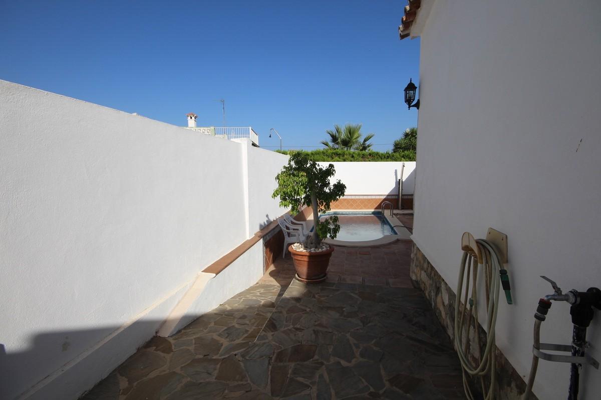 Villa de 4 dormitorios en venta en Río Real – R3218374