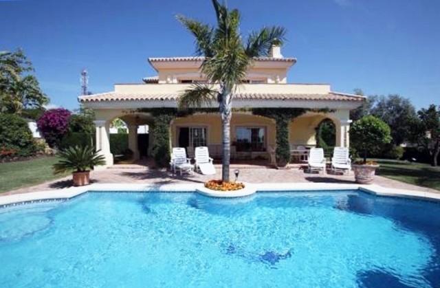 Villa de 3 dormitorios en venta en Nueva Milla de Oro – R3060625 en