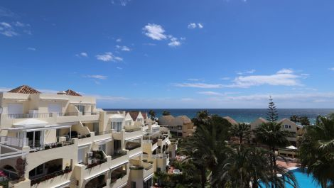 Penthouse for sale in Elviria, Beachfront in