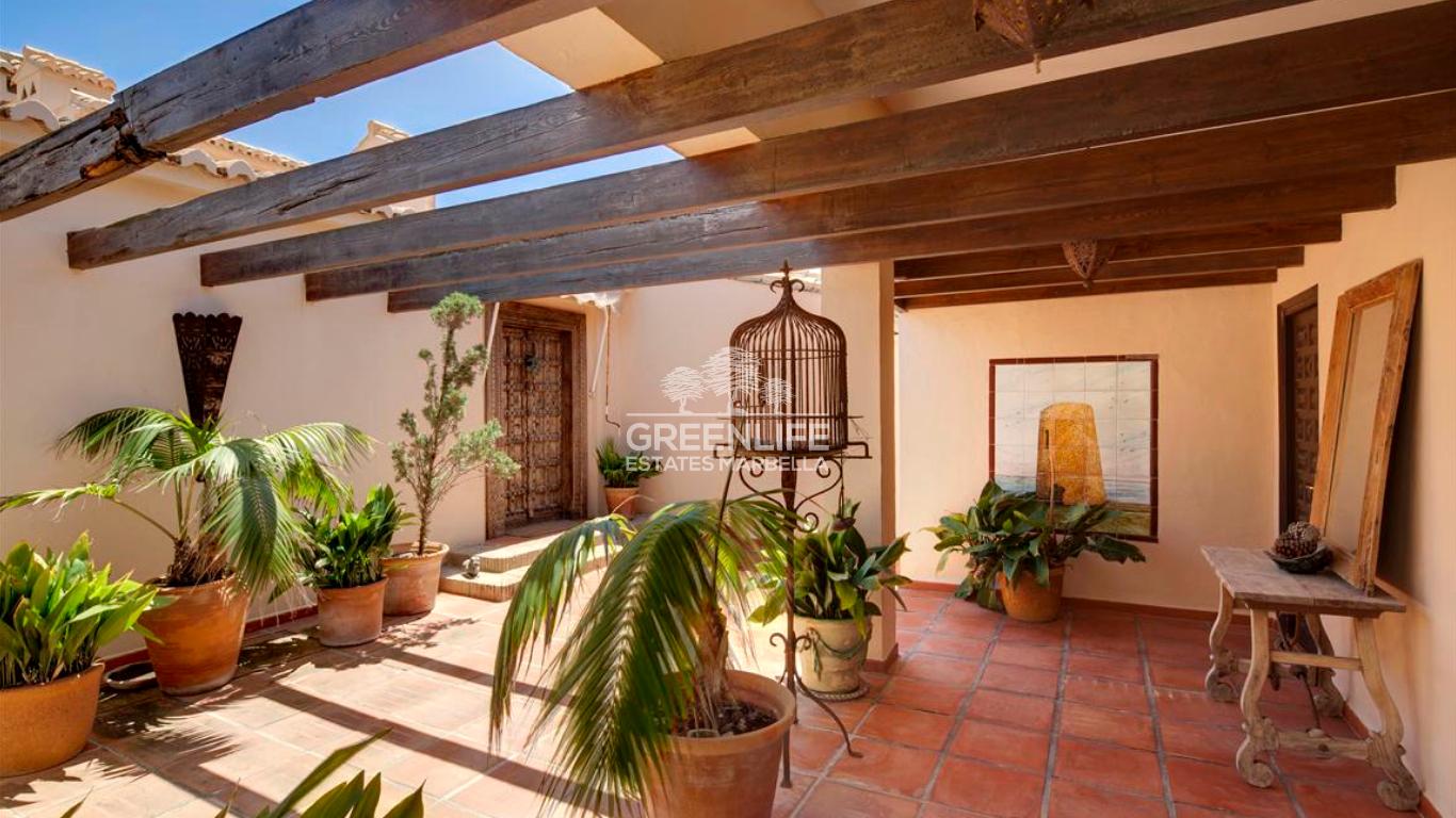 Unique frontline Villa in Calahonda