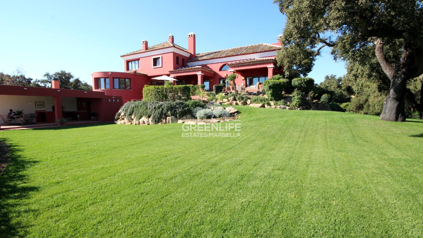 Villa de estilo cortijo sobre Elviria