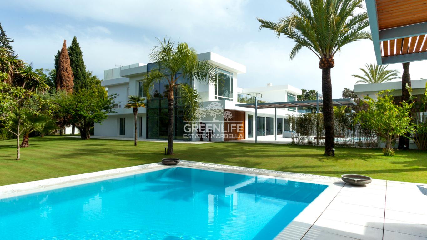 Villa estilo contemporáneo en Guadalmina Baja en