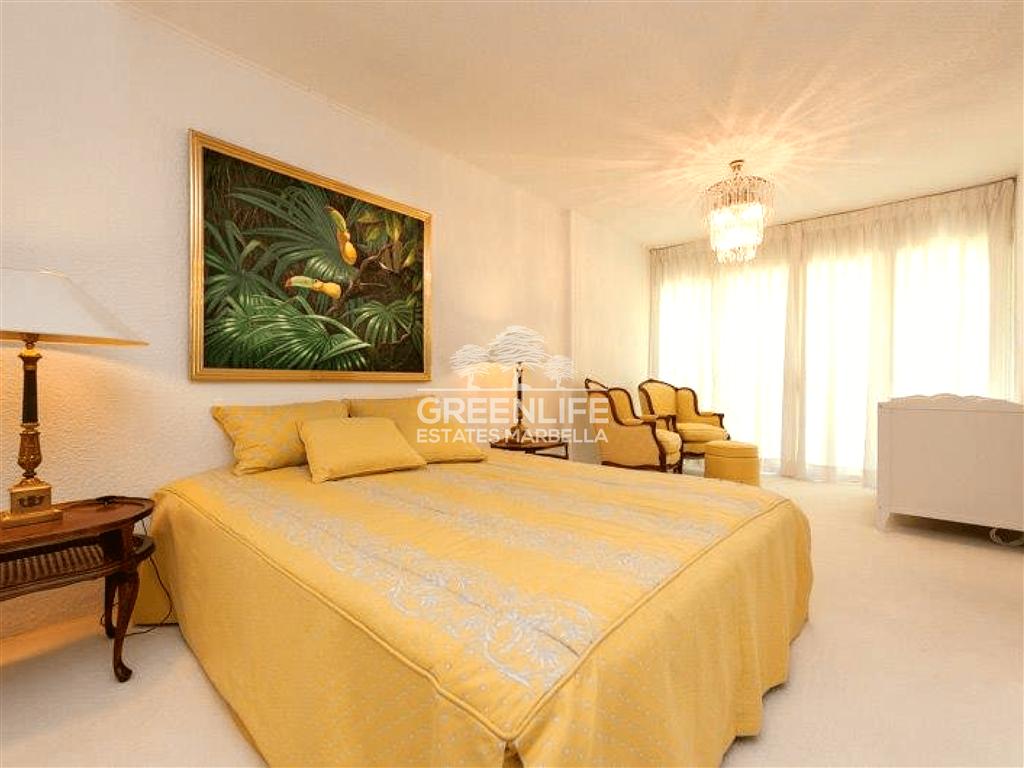 Villa for sale in Coín