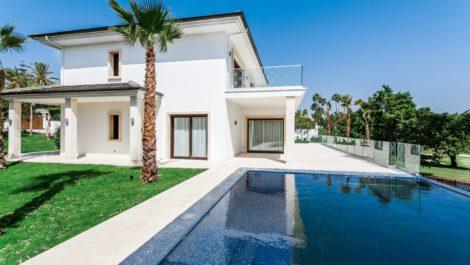 Modern Golf Frontline Villa in Nueva Andalucía