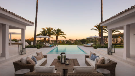 Front line golf luxury villa in Nueva Andalucía in