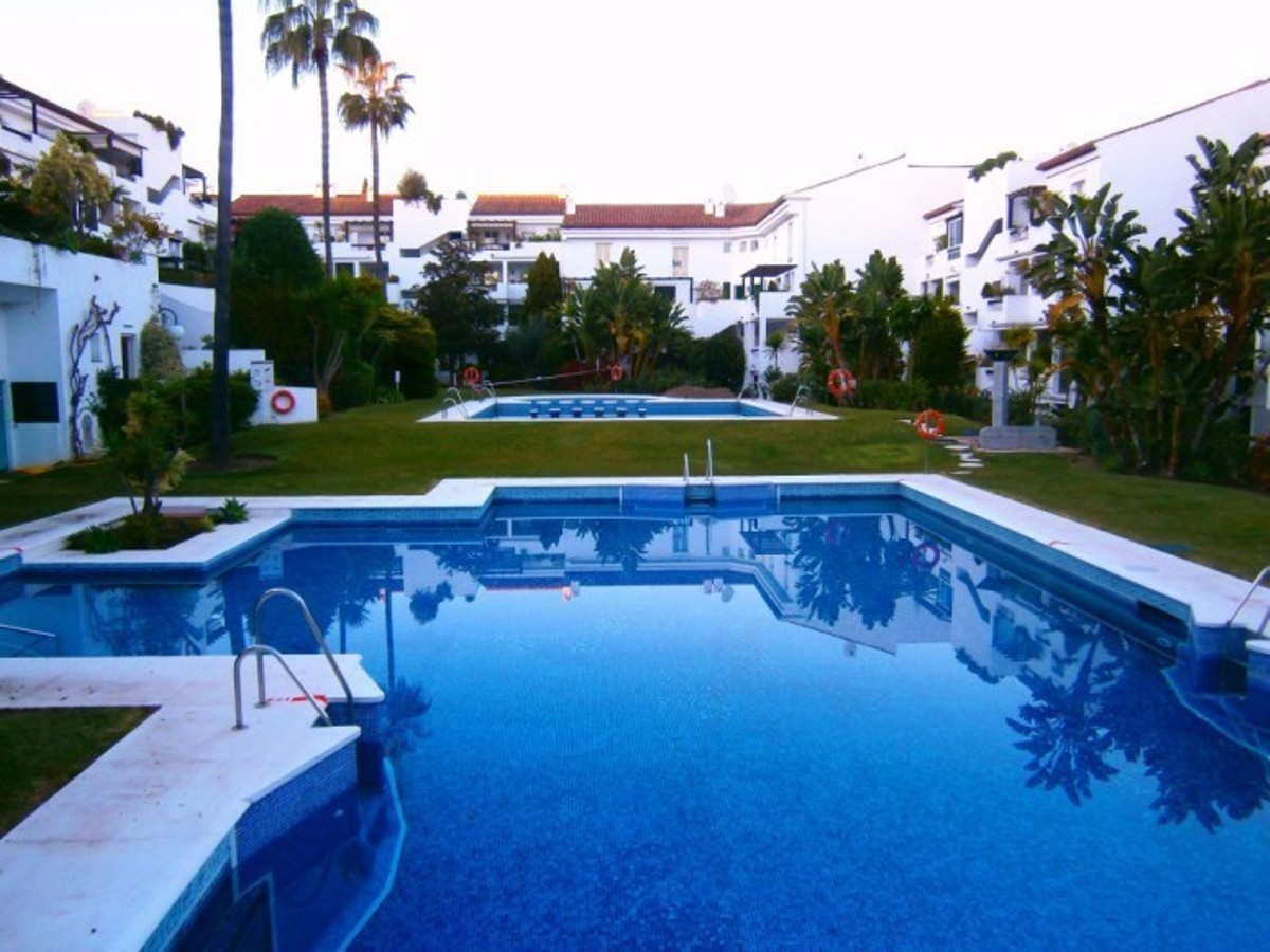 2 bedroom Apartment for sale in Costabella – R3104381