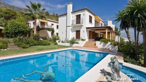 5 bedroom Villa for sale in Sierra Blanca – R121770