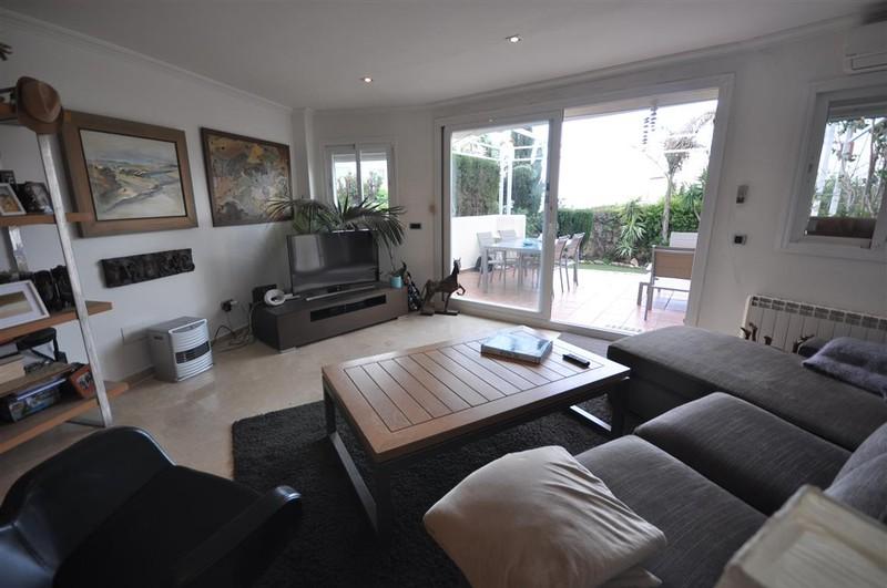 4 bedroom Villa for sale in Sotogrande Costa – R142333