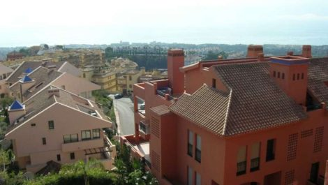 2 bedroom Apartment for sale in Calahonda – R141565 in