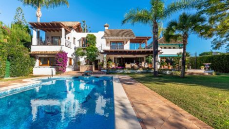 Villa de 4 dormitorios en venta en Los Monteros – R3342352 en