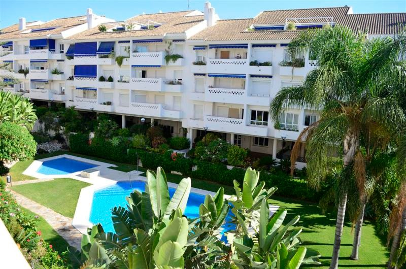 3 bedroom Apartment for sale in San Pedro de Alcántara – R2286314