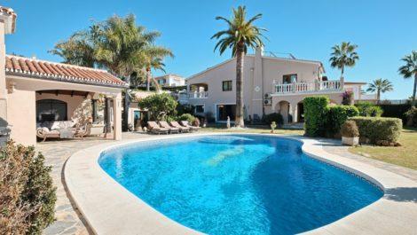 Villa de 4 dormitorios en venta en Elviria – R3347170 in
