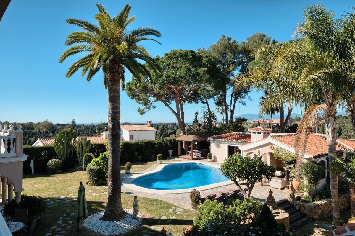 Villa de 4 dormitorios en venta en Elviria – R3347170