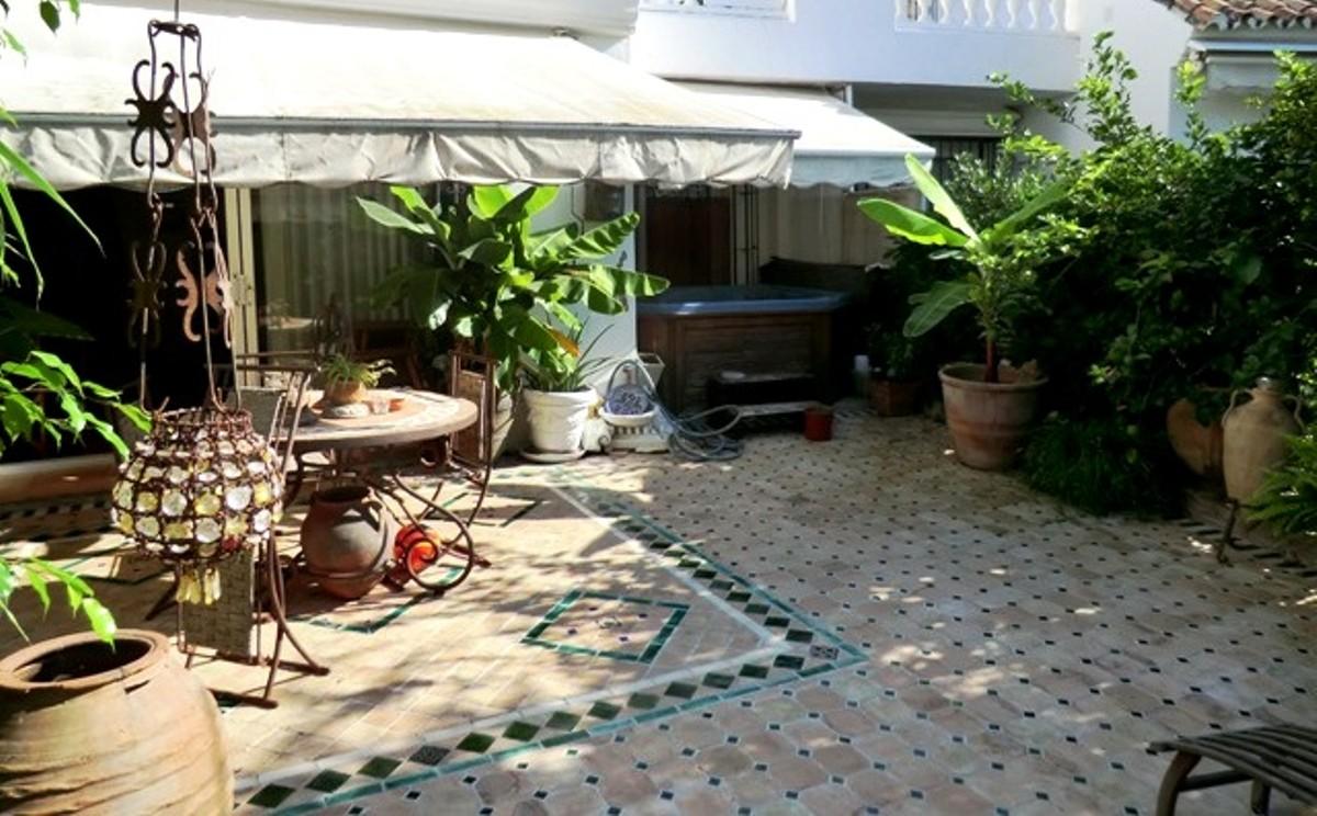 2 bedroom Apartment for sale in Elviria – R140593