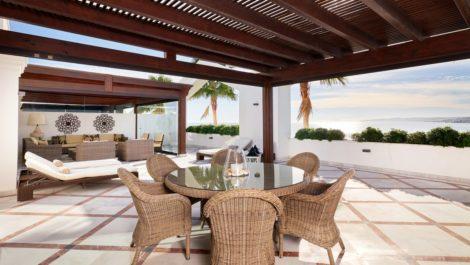 Atico de 3 dormitorios en venta en Estepona – R3327595