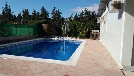 Finca de 3 dormitorios en venta en Estepona – R3299170 en