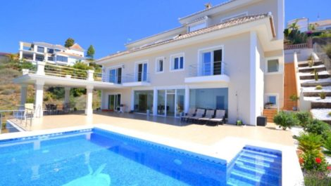 4 bedroom Villa for sale in Altos de los Monteros – R3361627 in