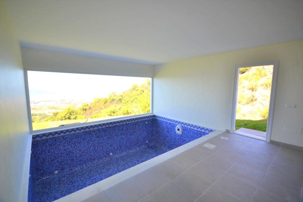 4 bedroom Villa for sale in Altos de los Monteros – R3361627
