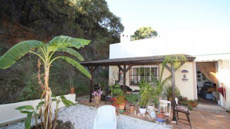 Finca de 2 dormitorios en venta en Estepona – R2803820