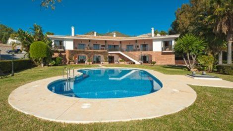 7 bedroom Villa for sale in Sierra Blanca – R491445 in