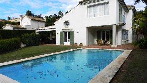 Villa de 4 dormitorios en venta en Sotogrande – R3064345 in