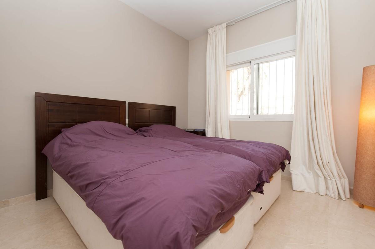 2 bedroom Apartment for sale in Elviria – R3304048