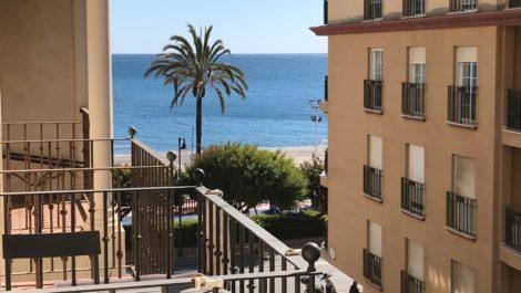Apartamento de 2 dormitorios en venta en Estepona – R3106298 en