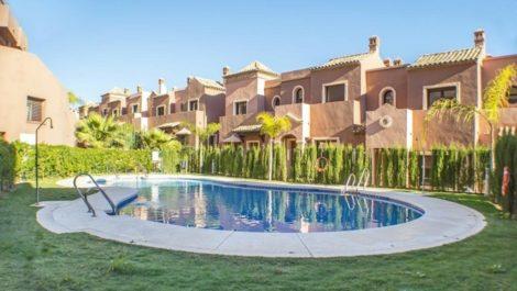 Adosado de 3 dormitorios en venta en Estepona – R3390691 en