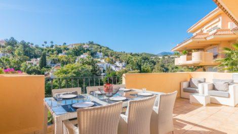 Apartamento de 2 dormitorios en venta en Nueva Andalucía – R3358081