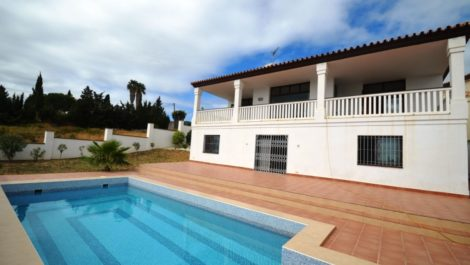 4 bedroom Villa for sale in Estepona – R2504390