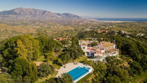 Villa de 6 dormitorios en venta en La Mairena – R3414037