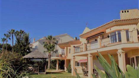 Villa de 5 dormitorios en venta en Las Chapas – R3420580 en