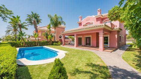 Villa de 4 dormitorios en venta en Guadalmina Alta – R262150 en