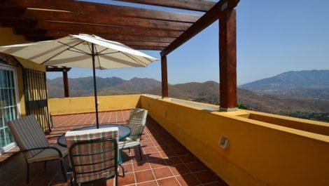 Apartamento de 2 dormitorios en venta en La Mairena – R2010614 in