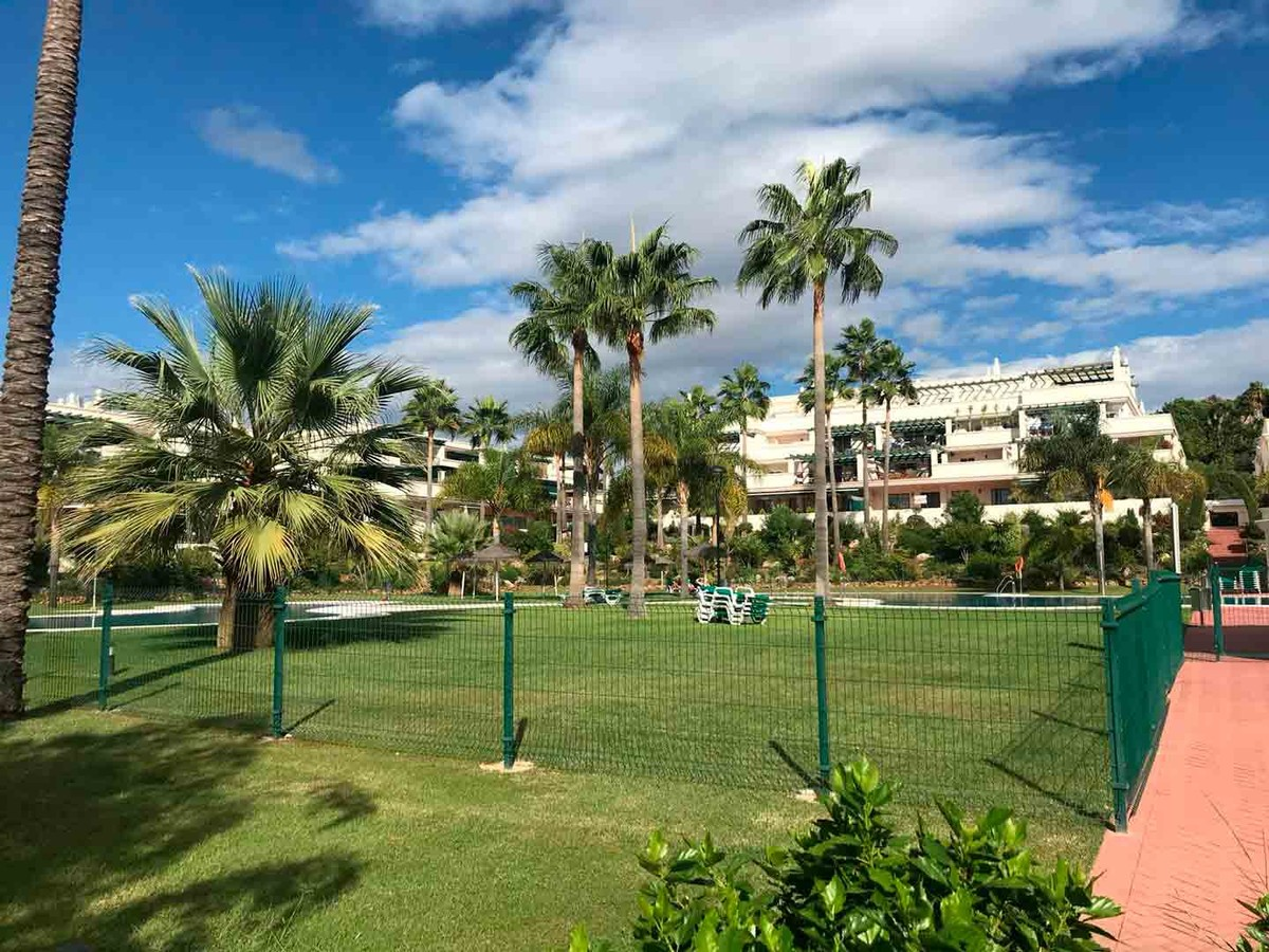 2 bedroom Apartment for sale in Puerto Banús – R3396871
