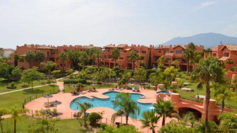 Atico de 1 dormitorio en venta en Estepona – R3326680 in