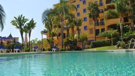 Apartamento de 3 dormitorios en venta en San Pedro de Alcántara – R3414664 in
