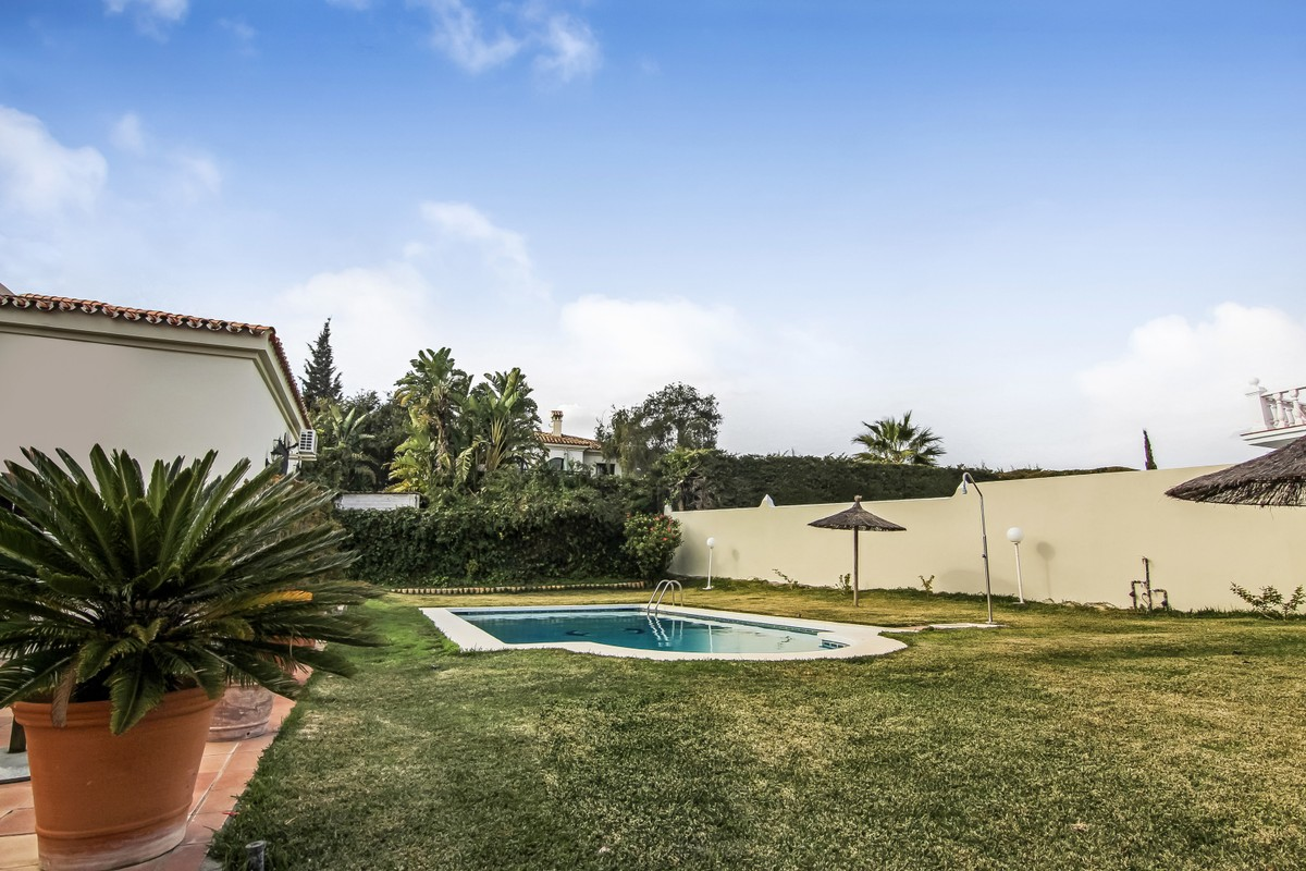5 bedroom Villa for sale in Sotogrande Alto – R3361990