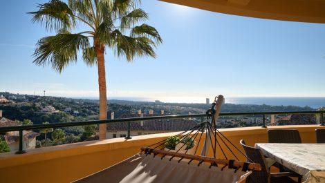 Apartamento de 3 dormitorios en venta en Calahonda – R3211489