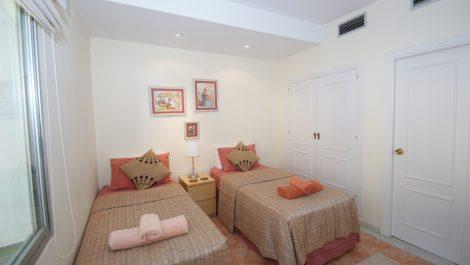 Adosado de 2 dormitorios en venta en Marbella – R3431794